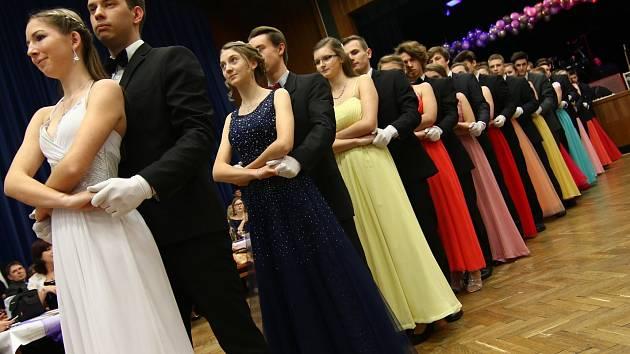 Taneční kurz uzavřel věneček.