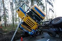 Kamion zablokoval silnici.
