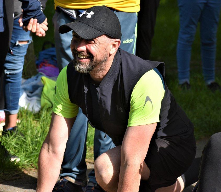 A v úterý běžel také zástupce ředitele školy Zdeněk Jiřena