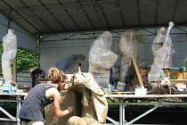 Sochaři tvořili u lanškrounského muzea.