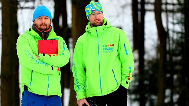 Láska jménem biatlon… Letohradský trenér žactva Jiří Faltus (vlevo) spolu s kolegou Petrem Grossmannem.
