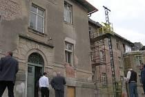 Problematická rekonstrukce Domova mládeže ve Vysokém Mýtě.