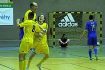 Radost futsalistů Nejzbachu po vyrovnávacím gólu před koncem utkání.