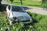 Havárie osobního automobilu na silnici mezi Dolní Sloupnicí a Hrádkem.