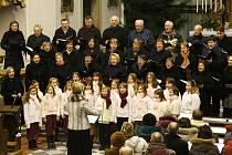 UŽ TRADIČNĚ se v rámci Tříkrálové sbírky konal v ústeckém kostele Nanebevzetí Panny Marie Tříkrálový koncert. V programu letošního koncertu bylo vystoupení dětského pěveckého souboru Čtyřlístek.