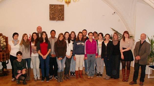 Studenty z francouzského Lyonu a italské Verony přijal letohradský starosta Petr Fiala.