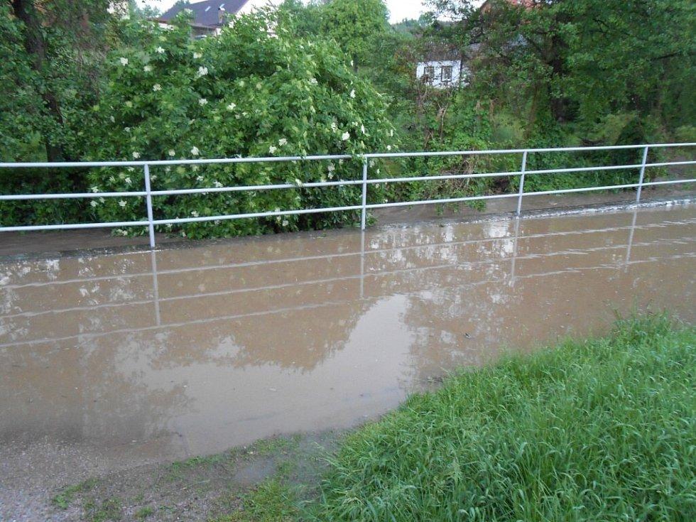 Velká voda v Českých Libchavách.