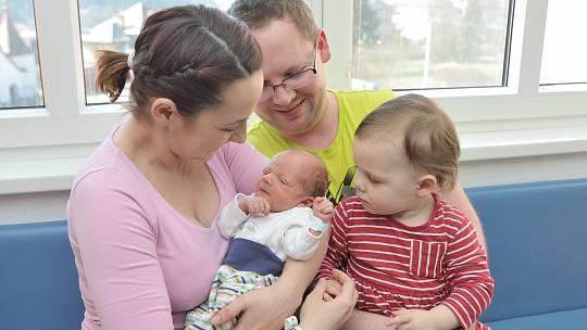 Kryštof Hynek rozšířil rodinu Pavlíny a Jaromíra z Černovíru. Narodil se 18. 3. v 9.59 hodin, vážil 2610 g a radost z něj má i sestřička Magdalenka.