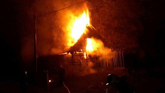 Požár rekreačního objektu vČervené Vodě.