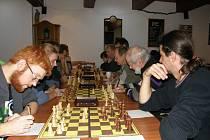 O výsledku důležitého utkání pro ústecké céčko do značné míry rozhodla výhra Víta Kapouna (vlevo) na první šachovnici.
