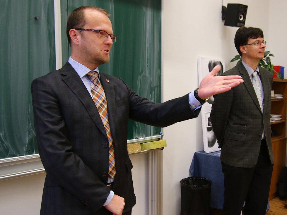 Hejtman Martin Netolický navštívil gymnázium v Ústí nad Orlicí.