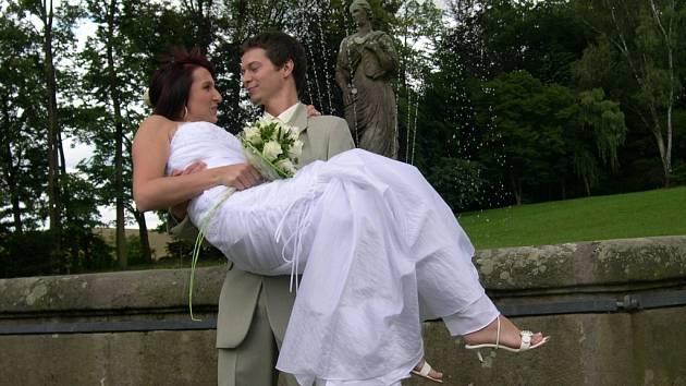 V letohradském zámku bylo oddáno 7. 7. 2007 sedm párů.