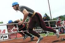 Výstup na cvičnou věž pomocí hákového žebříku – se včera již po osmnácté konala v areálu HZS v Ústí nad Orlicí–Hylvátech.