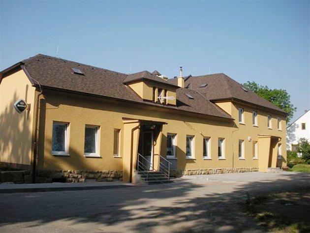 Opravený kulturní dům v Sázavě.