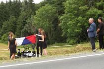 Pomník zesnulému závodníkovi Jiřímu Losovi.