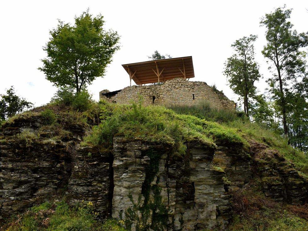 Zřícenina hradu Brandýs nad Orlicí.