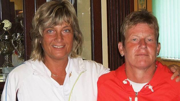 V současné době je Barbora Koutná (na snímku vlevo) na prvním místě světového žebříčku. Na fotografii je s Evou Zálabskou, se kterou vybojovaly titul mistryň světa v družstvech.