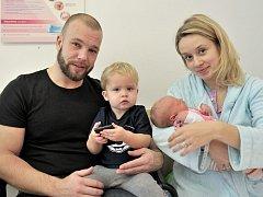 Alžběta Čejková je po Tomáškovi druhým dítětem Pavly a Tomáše z České Třebové. Když se 23. listopadu ve 3.41 hodin narodila, vážila 3,01 kg.