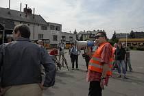 Protestní akce Jana Králíka proti rušení osobní vlakové dopravy na Králicku.