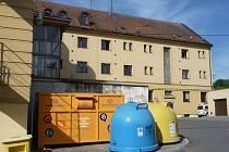 Velkoobjemový kontejner na textil, obuv a hračky v Žamberku.