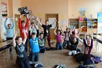 Žáci ZŠ Jablonné nad Orlicí se radují z výhry v soutěži