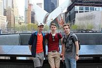 Při své cestě na mezinárodní robotickou soutěž navštívili gymnazisté New York.