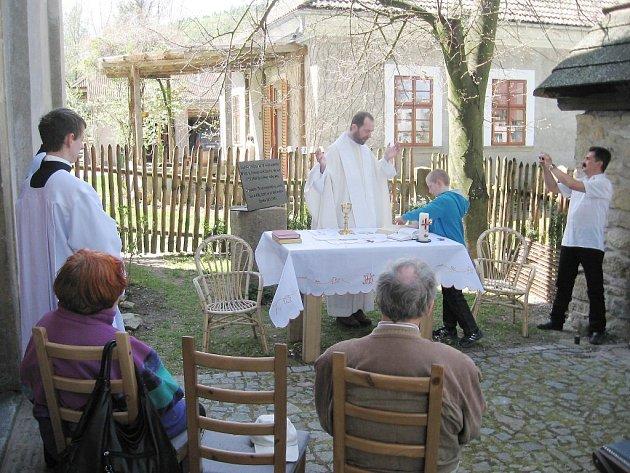 Česko - německá bohoslužba s odhalením památníku v Semaníně.