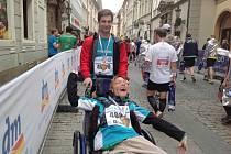 Tomáš Rybička, žijící v Domově pod hradem Žampach, se zúčastnil pražského maratonu.