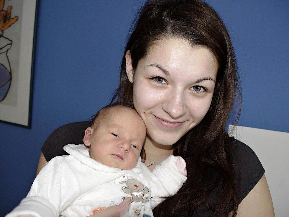 Laura Simonová těší od 13. prosince od 17.43 hodin rodiče Anežku Simonovou a Patrika Fialu z Jablonného nad Orlicí. Vážila 2,78 kg.