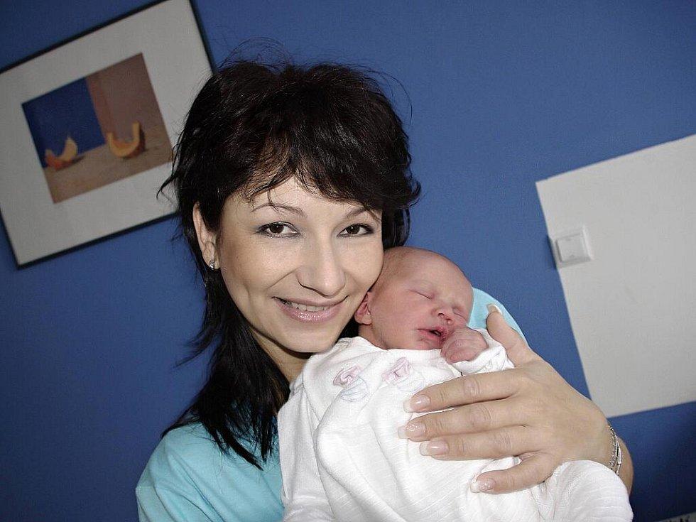 Denisa Menzelová je mladší sestra Terezky, narodila se 13. prosince v 9.48 hodin s hmotností 2,95 kg. Radost mají rodiče Helena Jebousková a Milan Menzel ze Žampachu.