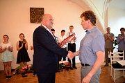 Obřadní síň letohradského zámku v sobotu kromě svateb hostila i milé setkání úspěšných sportovců z Letohradu se starostou města Petrem Fialou.