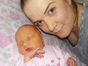 Ester Dolníčková je prvorozená holčička Michaely a Davida z Lanškrouna. Na svět přišla 9. 2. v 11.41 hodin, kdy vážila 2390 g.