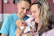 Jakub Sonták je první radostí pro manžele Kláru a Jiřího ze Skuhrova. Když se 19. června ve 20 hodin narodil, vážil 3,76 kg.