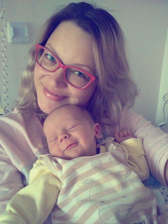Patrik Pavlák se narodil 5. 11. ve 12.17 hodin, kdy měřil 50 cm a porodní váha byla 3,380 kg. Doma bude s maminkou Šárkou a tatínkem Petrem v Libchavách.