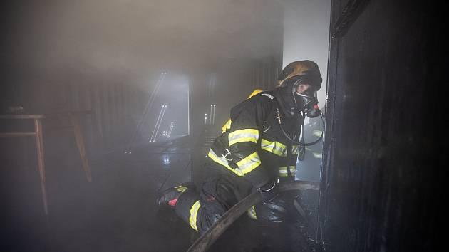 Noční požár v Lanškrouně má jednu oběť.