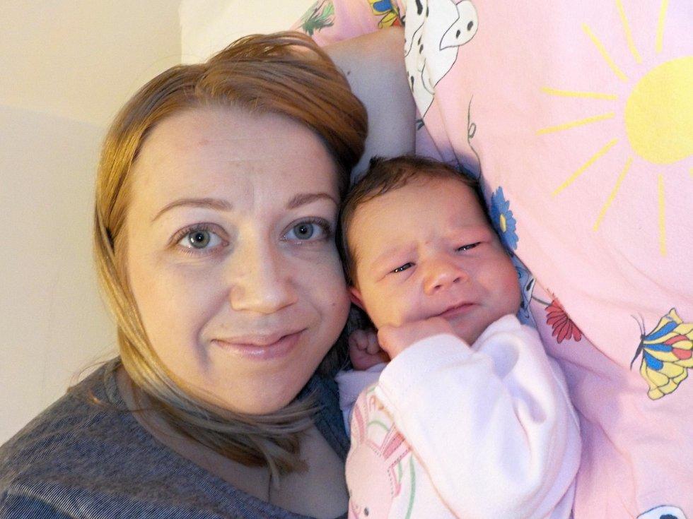 Sára Barvínková je první radostí Kateřiny a Zbyňka z Jablonného nad Orlicí. Narodila se dne 4. 12. v 3.04 hodin a vážila 3680 g.