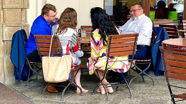 Lubomír Volný, Hana Lipovská, Jana Bobošáková a Marian Bojko na červencové schůzce v Malostranské besedě