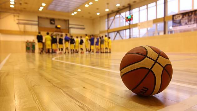 Sportovní hala září novotou. A domácí v ní hned vyhráli.