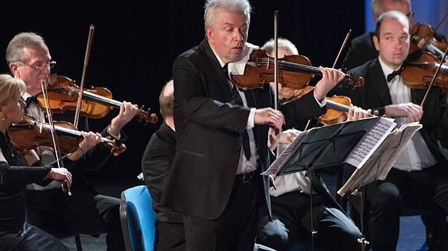 Zahajovací koncert Hudebního festivalu Antonína Bennewitze s Jaroslavem Svěceným.