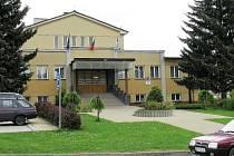 Kulturní dům ve Verměřovicích stojí desítky let. Jeho objekt prošel modernizací, v roce 2002 bylo upraveno i prostředí před ním, vznikl malý parčík.