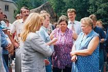 Po povodních v roce 1997 navštívil okres Ústí nad Orlicí prezident Václav Havel s manželkou. V Dlouhé Třebové se setkal s obyvateli.