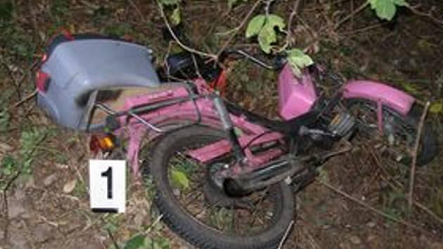 U Mostku došlo ke srážce srny a mopedu zn. Babeta.
