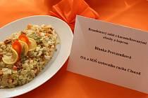 Blanka Provazníková připravila 1 kg přílohového bramborového salátu s karamelizovanými ořechy a koprem.