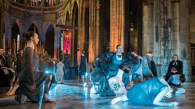Taneční obor ZUŠ Jaroslava Kociana tančil v katedrále sv. Víta, Václava a Vojtěcha v Praze.