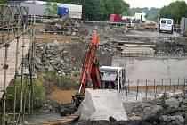 Mezi nejdelší opravy na vozovkách patří úpravy na mostě na silnici I/35 u Týnišťka.