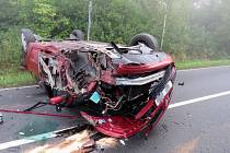 Po nehodě jsou z aut vraky.