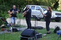 Koncert skupiny Karolína v Domově pro seniory
