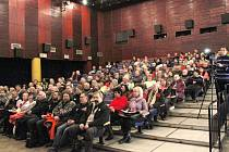 Králičtí zastupitelé zrušili anketu a přijali usnesení o pořádání referenda o azylovém zařízení v Králíkách.