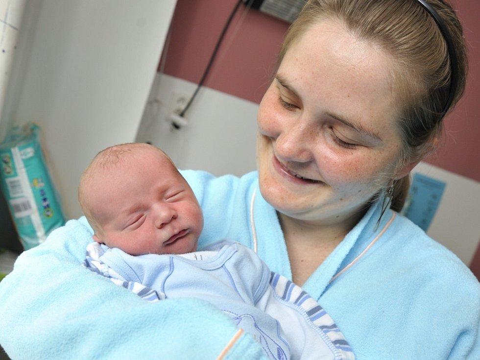 Mikuláš Jelínek je po Matyášovi druhým synem manželů Lucie a Radka z Letohradu. Na svět si 30. května ve 20.13 přinesl 3,1 kg.