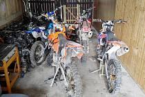 V Žamberku byly odcizeny čtyři terénní motorky. Pátrá po nich policie.